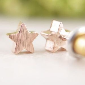 Star shaped earrings rose gold